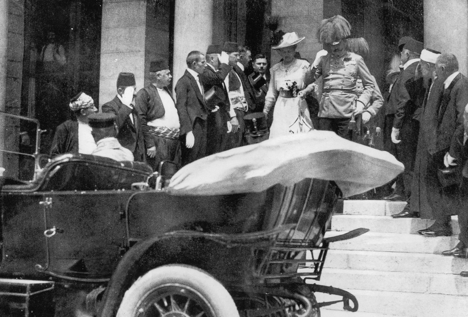c. 28 June 1914: The assassination of Archduke Franz Ferdinand pic 1 pic 2 pic 3 pic 4 funeral
